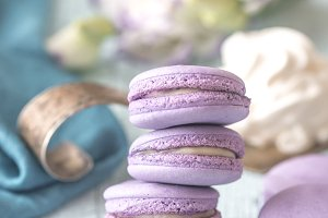 Macarons with fresh blueberries