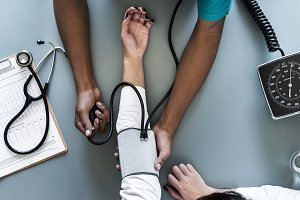 Measuring patient blood pressure