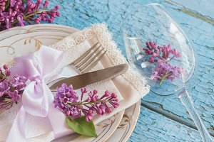 Tableware and silverware with lilacs