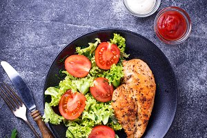 Grilled chicken breast with vegetable salad