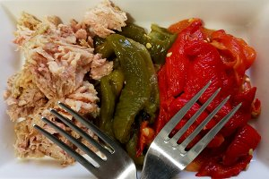 Tuna with roasted peppers