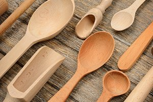 Set wooden kitchen utensils