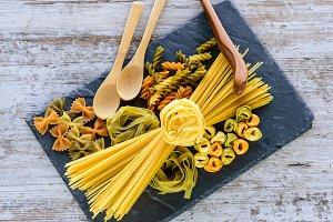 Tie of spaghetti and tagliatelle