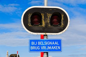 Bycicle bridge warning sign and lights