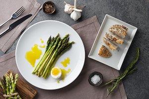 Baked asparagus with boiled egg