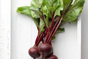 Fresh harvested beetroot in tray