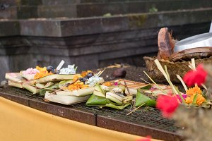 Sacrifices and incense in a Buddhist temple