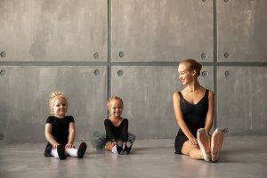woman ballet dancer  teach girls