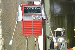 Up cycled Radio Robots Market Stores