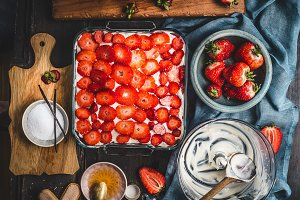Strawberry cake, cooking preparation