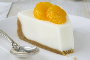 Cheesecake with slices of mandarin