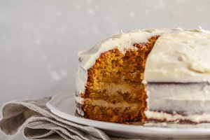 Carrot cake with white cream
