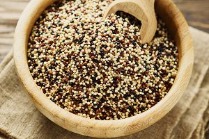 Mix of raw quinoa