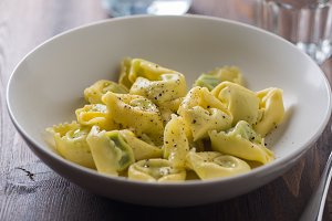Tortellini with pepper and oil