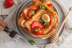 French toast with honey