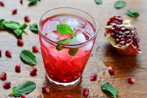 Pomegranate drink with mint and ice