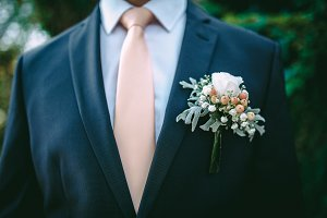 Boutonniere on groom's jacket