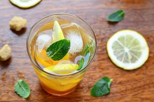 Lemon iced tea with mint