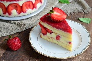 Strawberry cake, Fraisier cake
