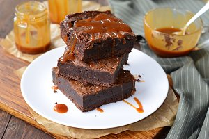 Tasty Brownies with Caramel Sauce