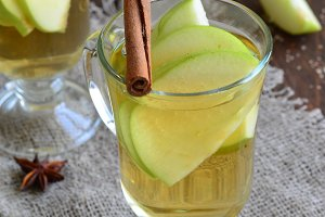 Apple and cinnamon drink