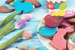 Tulips and gingerbread cookies