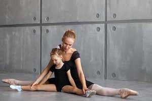 Ballerina teaches girl