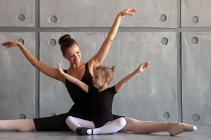 Ballerina teach girl