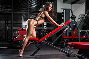 Brunette woman engaged in a gym