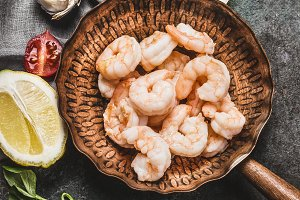 Shrimps in fried pan