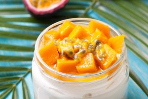cheesecake with tropical fruits