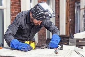 Carpenter makes a metal construction