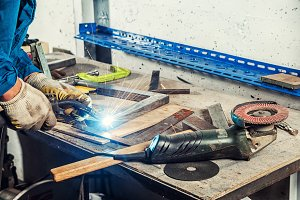 Man  weld a metal