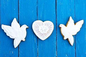 Two white doves and a heart of ginge