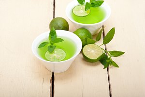 mint tea infusion with lime 007.jpg
