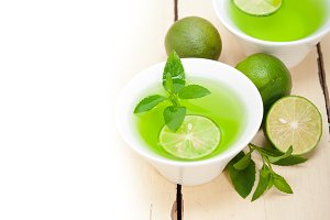 mint tea infusion with lime 008.jpg