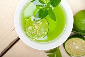 mint tea infusion with lime 010.jpg