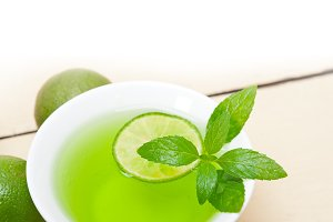 mint tea infusion with lime 014.jpg