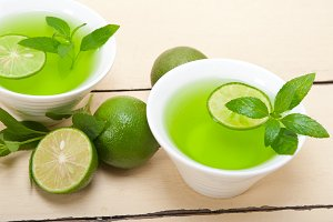 mint tea infusion with lime 015.jpg