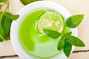 mint tea infusion with lime 017.jpg