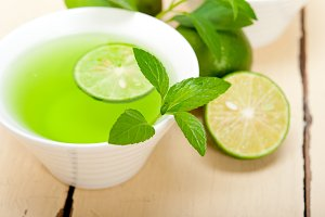 mint tea infusion with lime 025.jpg