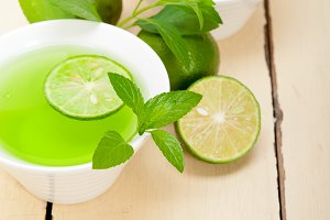 mint tea infusion with lime 026.jpg