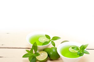 mint tea infusion with lime 033.jpg
