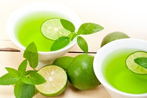 mint tea infusion with lime 037.jpg