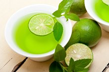 mint tea infusion with lime 038.jpg