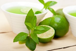 mint tea infusion with lime 051.jpg