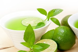mint tea infusion with lime 053.jpg