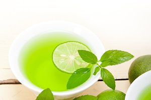 mint tea infusion with lime 058.jpg