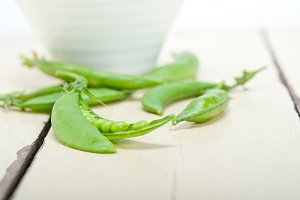 fresh green peas 012.jpg
