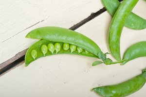 fresh green peas 002.jpg